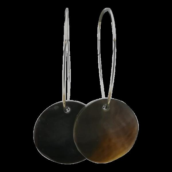 Oorbel met schelp - Black lip 20mm zilver